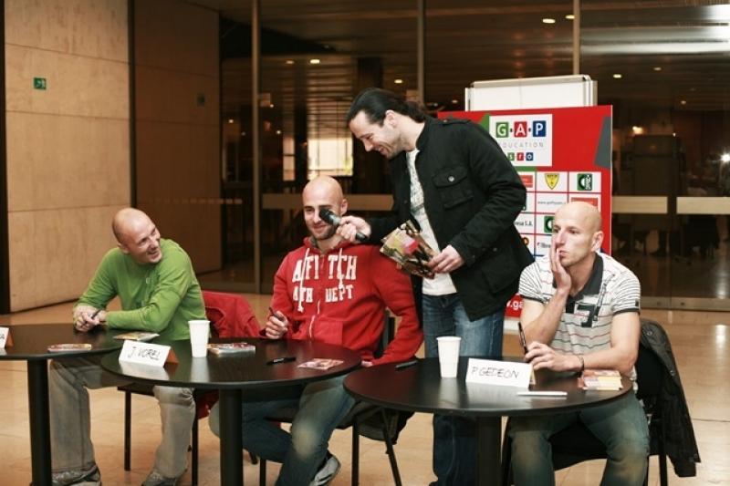 fotografie Autogramiáda – Schola Pragensis 2009
