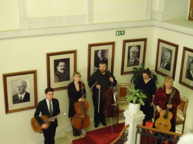fotografie Návštěva parlamentu - výstava výtvarných prací klientů Modrého klíče
